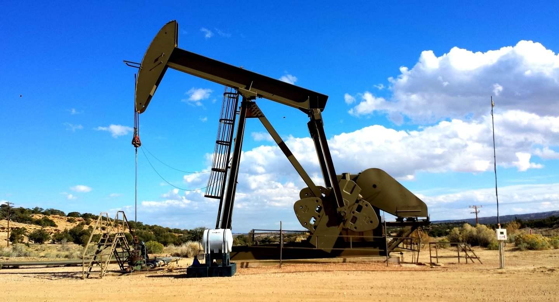 oil rig on canadian prairies